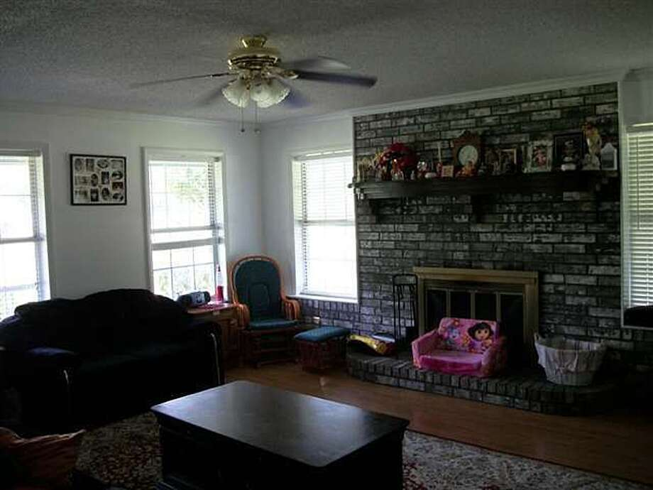 12525 I H 10 E, Orange: $1,100,000The home sits on a 16-acre lot with 350' of I-10 frontage. Photo: Zillow