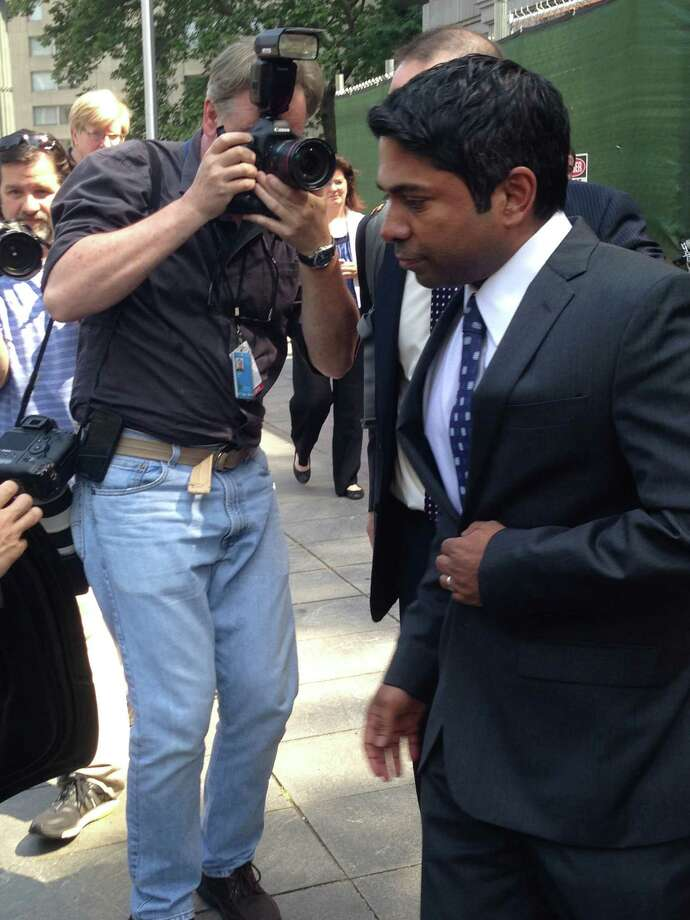 Rengan Rajaratnam, right, leaves Manhattan federal court Tuesday after being acquitted of conspiracy to commit securities fraud. Photo: Larry Neumeister, STF / AP