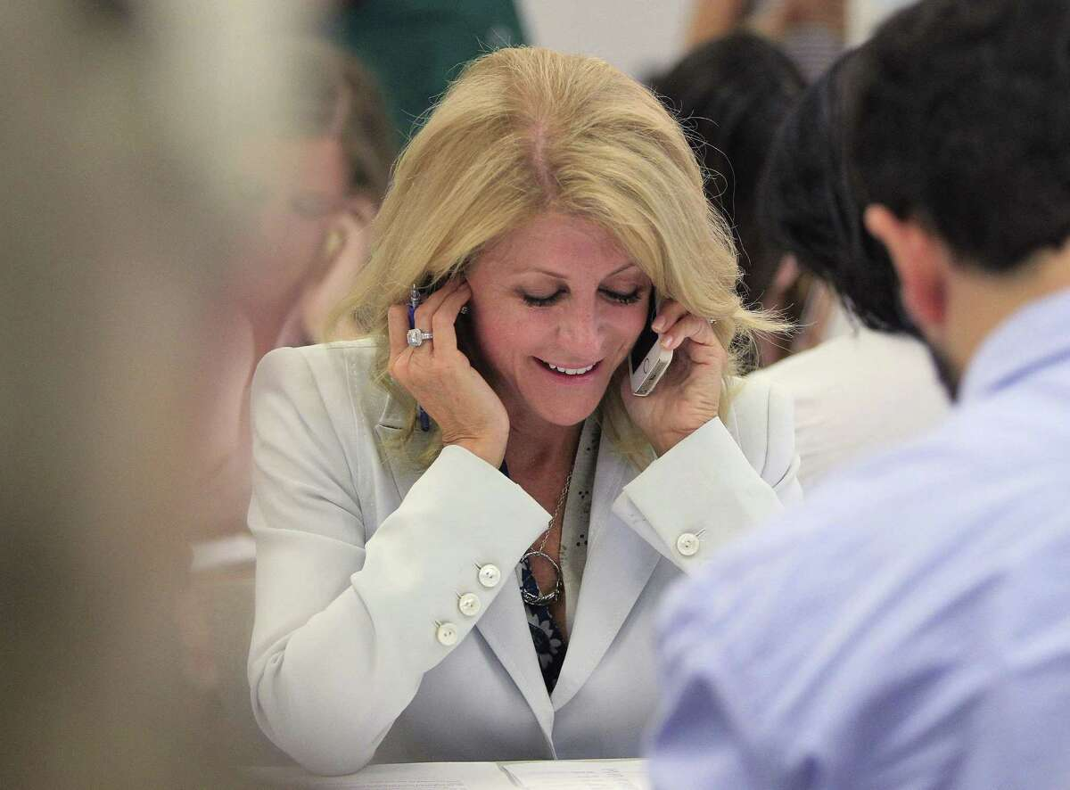 During her visit to the Fort Worth office, Davis took time out to work the phone bank in a bid to boost support.