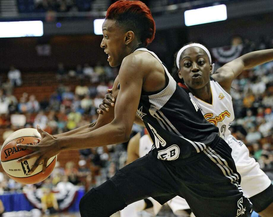 Guard Danielle Robinson (left) and the Stars are coming off a 3-1 road swing. San Antonio is 7-4 away from home but just 3-5 at the AT&T Center this year. Photo: Jessica Hill, Associated Press / FR125654 AP
