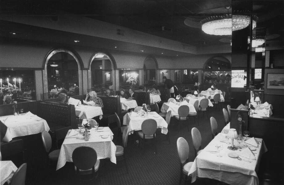Alfred's Restaurant interior in 1988. Photo: Roger G. Pineda, The Chronicle