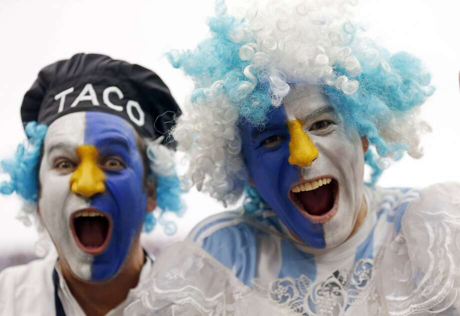 Argentina fans cheer prior to the World Cup semifinal soccer match between the Netherlands and Argentina at the Itaquerao Stadium in Sao Paulo, Brazil, Wednesday, July 9, 2014.  Photo: Frank Augstein, Associated Press