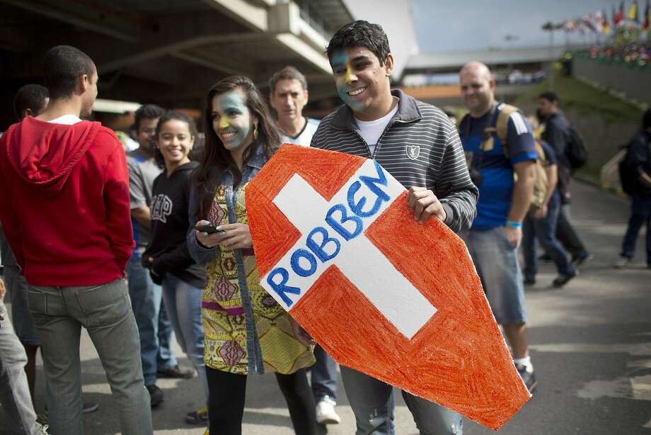 A fan of Argentina's national soccer team carries a cutout in the shape of a coffin bearing the surname of Arjen Robben, a Dutch striker, outside the Itaquerao stadium before the start of the World Cup semifinal match between Argentina and the Netherlands, in Sao Paulo, Brazil, Wednesday, July 9, 2014. Photo: Rodrigo Abd, Associated Press