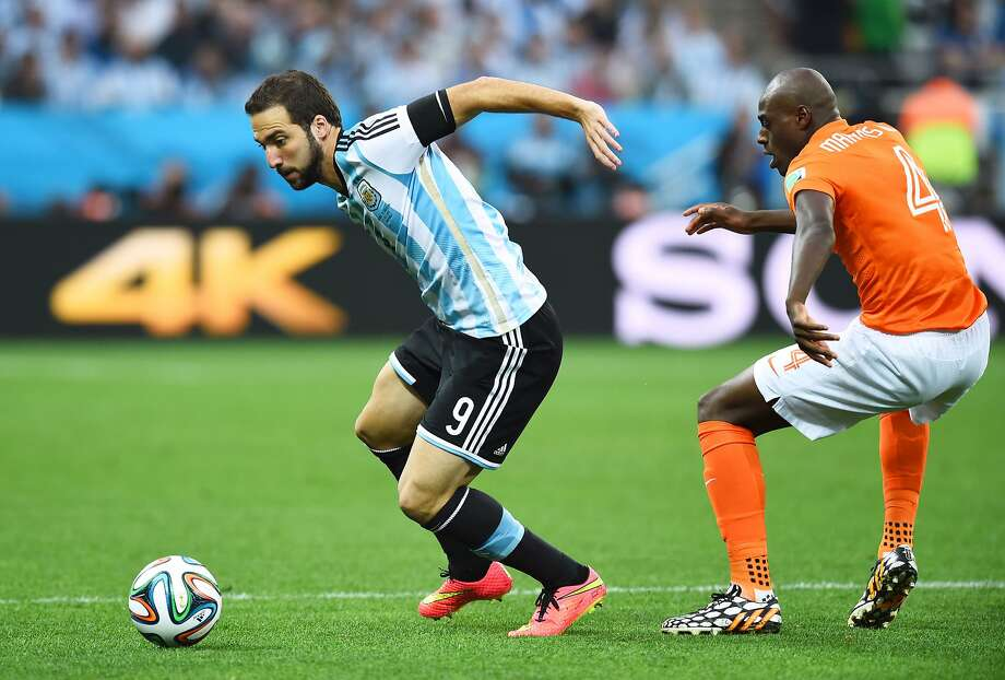 Gonzalo Higuain of Argentina controls the ball against Bruno Martins Indi of the Netherlands during the 2014 FIFA World Cup Brazil Semi Final match between the Netherlands and Argentina at Arena de Sao Paulo on July 9, 2014 in Sao Paulo, Brazil. Photo: Matthias Hangst, Getty Images