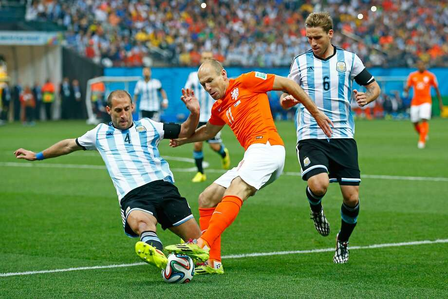 Pablo Zabaleta of Argentina challenges Arjen Robben of the Netherlands during the 2014 FIFA World Cup Brazil Semi Final match between the Netherlands and Argentina at Arena de Sao Paulo on July 9, 2014 in Sao Paulo, Brazil. Photo: Clive Rose, Getty Images