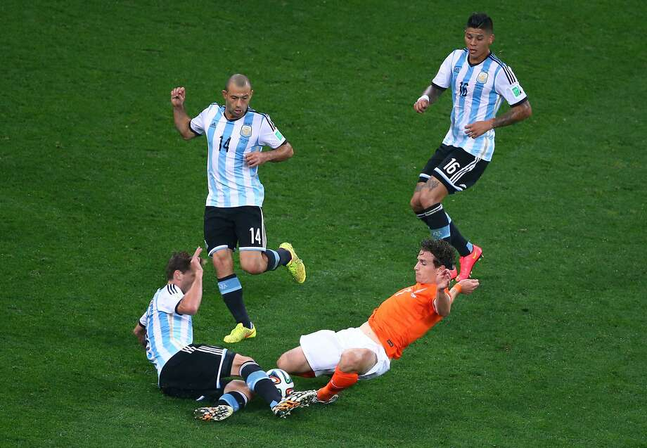 Daryl Janmaat of the Netherlands challenges Lucas Biglia of Argentina during the 2014 FIFA World Cup Brazil Semi Final match between the Netherlands and Argentina at Arena de Sao Paulo on July 9, 2014 in Sao Paulo, Brazil. Photo: Julian Finney, Getty Images