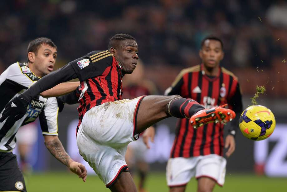 A.C. Milan's preseason tour will roll through Houston next month.(Photo by Claudio Villa/Getty Images)