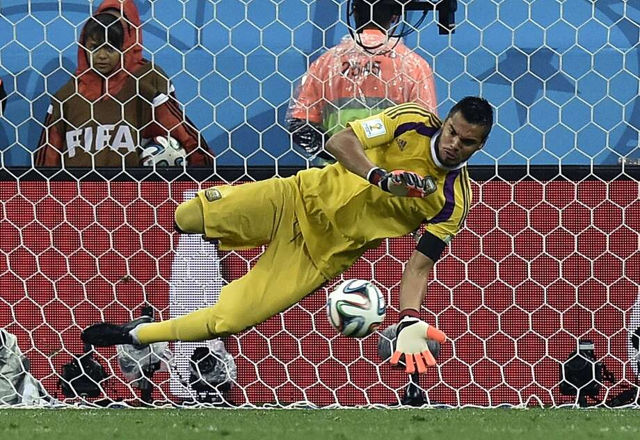 Argentina's goalkeeper Sergio Romero saves a penalty from Netherlands' Ron Vlaar during the World Cup semifinal soccer match between the Netherlands and Argentina at the Itaquerao Stadium in Sao Paulo Brazil, Wednesday, July 9, 2014.  Photo: Martin Meissner, Associated Press