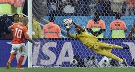 Argentina's goalkeeper Sergio Romero saves a penalty from Netherlands' Wesley Sneijder during a shootout at the end of the World Cup semifinal soccer match between the Netherlands and Argentina at the Itaquerao Stadium in Sao Paulo Brazil, Wednesday, July 9, 2014. (AP Photo/Martin Meissner)