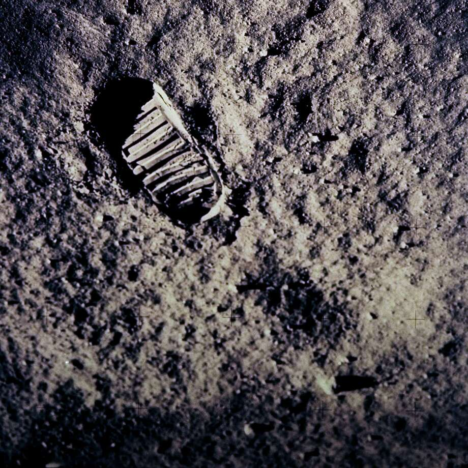 Space preservationists worry that astronauts' footprints could be disturbed by commercial exploration. Photo: NASA / NASA