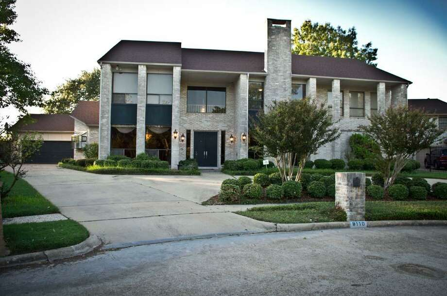 8110 Lake Edge Ct. in Southwest Houston: $299,995