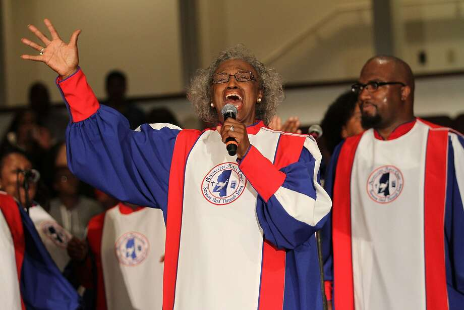 Mosie Burks, star singer with the Mississippi Mass Choir, performing at the current tour's kickoff concert in Philadelphia. Photo: Burrell Communications