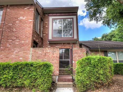 9205 westwood village this 1977 townhouse in houston has 2 bedrooms 2 5 bathrooms 1 530 for 2 bedroom townhomes in houston