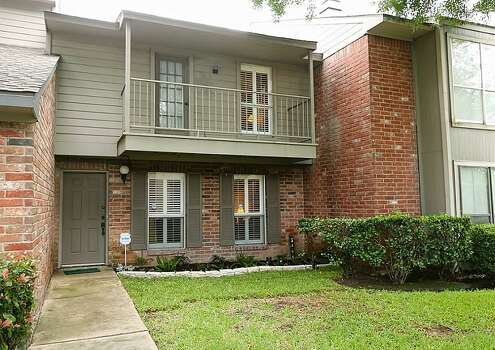 Houston area townhomes under 100k houston chronicle for 2 bedroom townhomes in houston