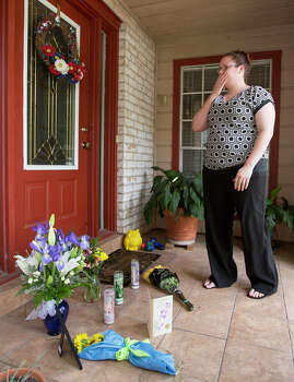 Kristen Breedlove reacts after placing flowers in the front of the home where seven people were shot, Thursday, July 10, 2014, in Spring. The shooting took place Wednesday killing six people including four children and two adults, who were shot to death after an apparent domestic dispute. Photo: Cody Duty, Houston Chronicle / © 2014 Houston Chronicle