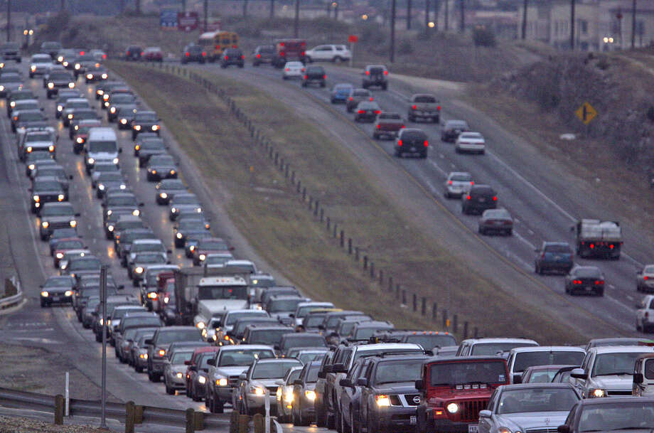 Southbound traffic on U.S. 281 north of Loop 1604  is at a standstill. Toll road proponents say toll roads will give commuters a choice of dealing with traffic or paying for an easy drive. Photo: Express-News File Photos / jdavenport@express-news.net