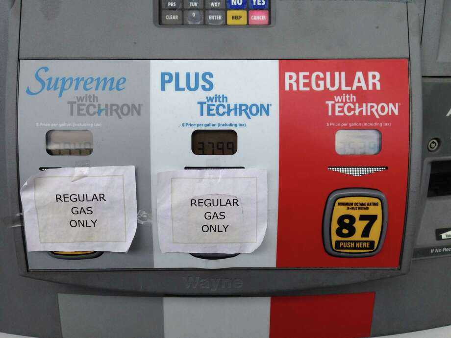 Some Chevron and Texaco stations still aren't selling higher-grade fuels, although all have been resupplied after a bad batch prompted a suspension of sales two weeks ago. (Rhiannon Meyers/Houston Chronicle) Photo: Rhiannon Meyers