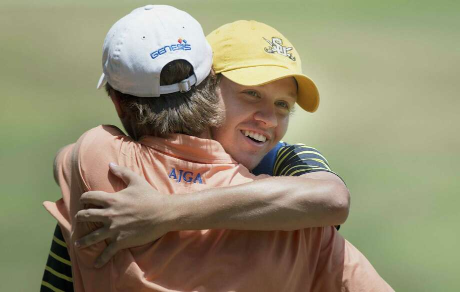Alamo Heights graduate Sutherland Stith (right) gets a hug from best friend John Kellum after winning the AJGA Genesis Shootout on Thursday at Fair Oaks Ranch Golf & Country Club. Photo: Darren Abate / For The Express-News / DA Media, LLC