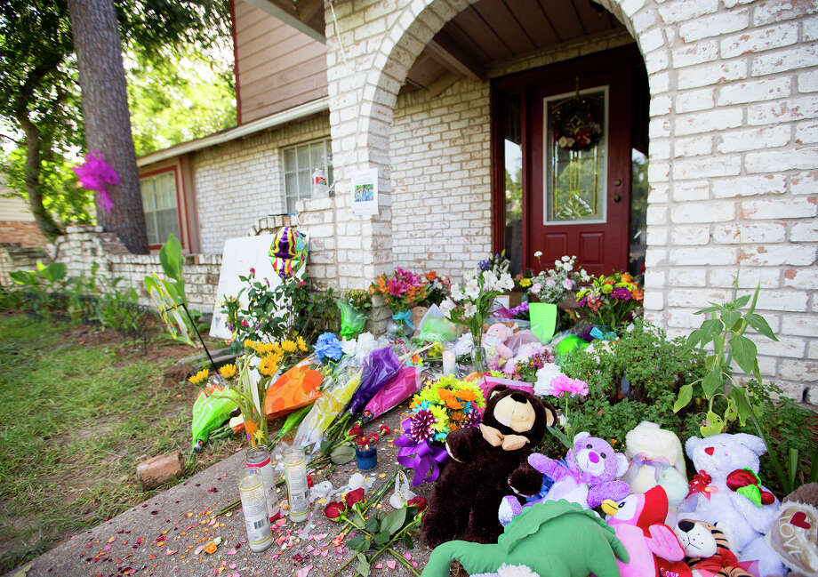 Memorial in front of the home where seven people were shot, Friday, July 11, 2014, in Spring.  Photo: Cody Duty, Houston Chronicle / © 2014 Houston Chronicle