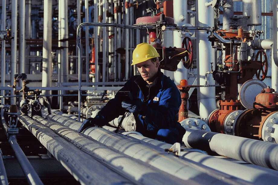 The country's energy boom is driving demand for pipeline construction skilled workers. / (c) Ablestock.com