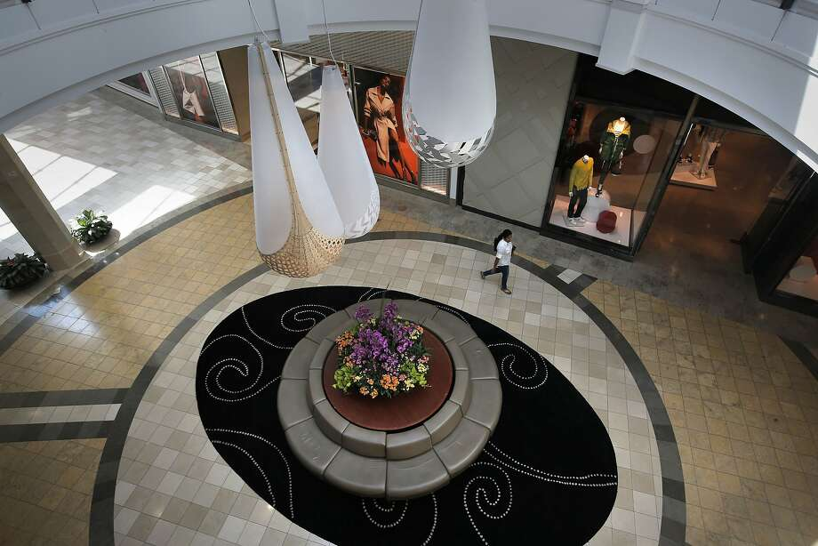 At shopping centers such athe Westfield Mall in Santa Clara, retail giants like Gap must contend with boutique stores' gains in clothing sales in recent years. Photo: Michael Macor, The Chronicle
