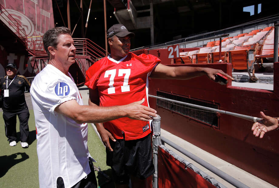 Dan Marino, (left) and Bubba Paris a day before the big game on July 11, 2014, in San Francisco. Photo: Michael Macor / The Chronicle / ONLINE_YES