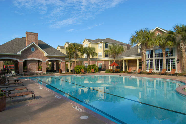A JMG Realty affiliate has purchased the SouthWind apartments at 9720 Broadway in Pearland.