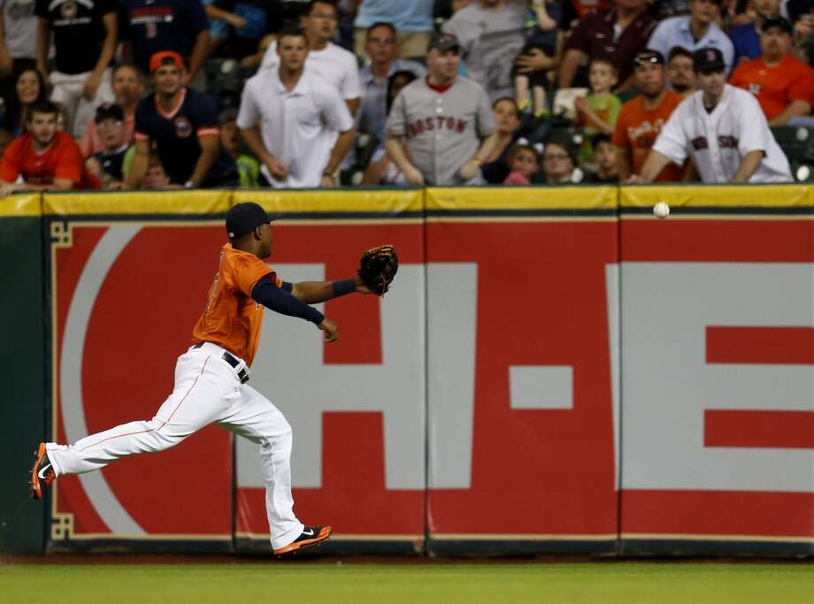 L.J. Hoes chases a double in the fourth inning. Photo: Karen Warren, Houston Chronicle