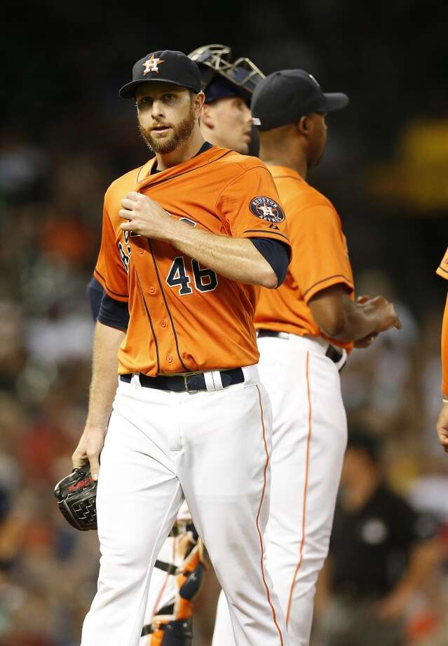 Astros starting pitcher Scott Feldman leaves in the sixth inning. Photo: Karen Warren, Houston Chronicle