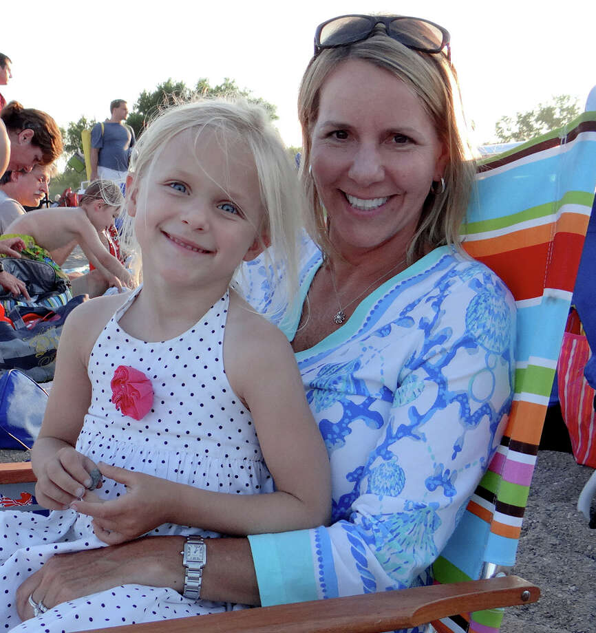Andra Horsch and daughter, Avery, 5, at Sand Jam Movie Night on Friday. Photo: Mike Lauterborn / Fairfield Citizen