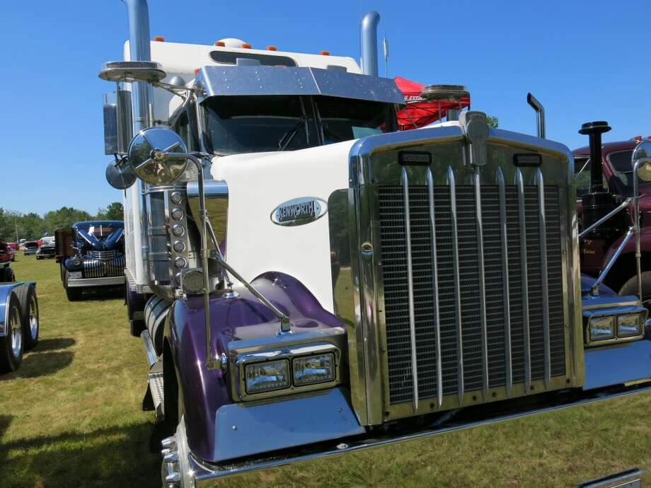 2008 Kenworth W-900, also owned by Discount Towing of Carmel ME.