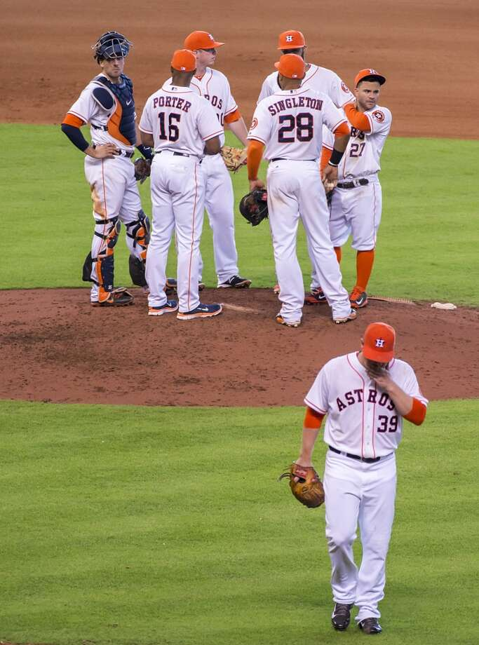 Astros starting pitcher Brett Oberholtzer leaves the game in the seventh inning. Photo: Smiley N. Pool, Houston Chronicle