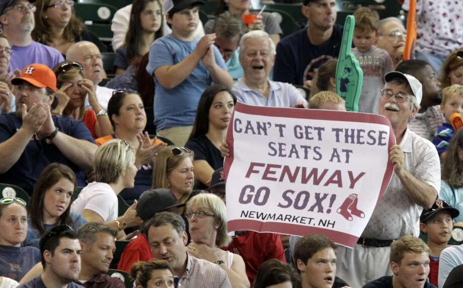 A Red Sox fan holds up a sign. Photo: Melissa Phillip, Houston Chronicle