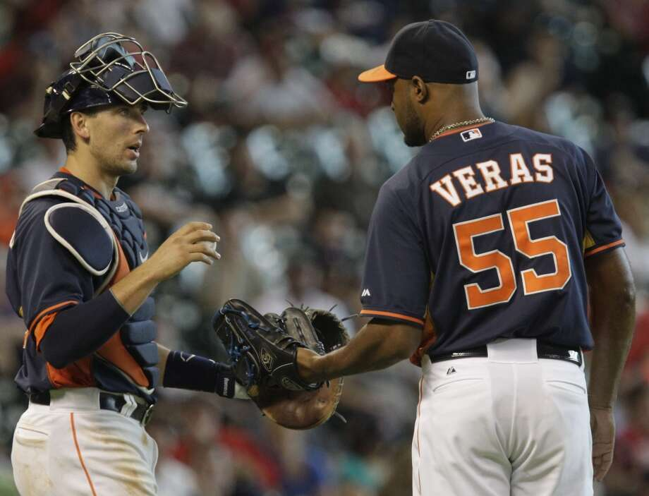 Astros catcher Jason Castro confers with pitcher Jose Veras. Photo: Melissa Phillip, Houston Chronicle