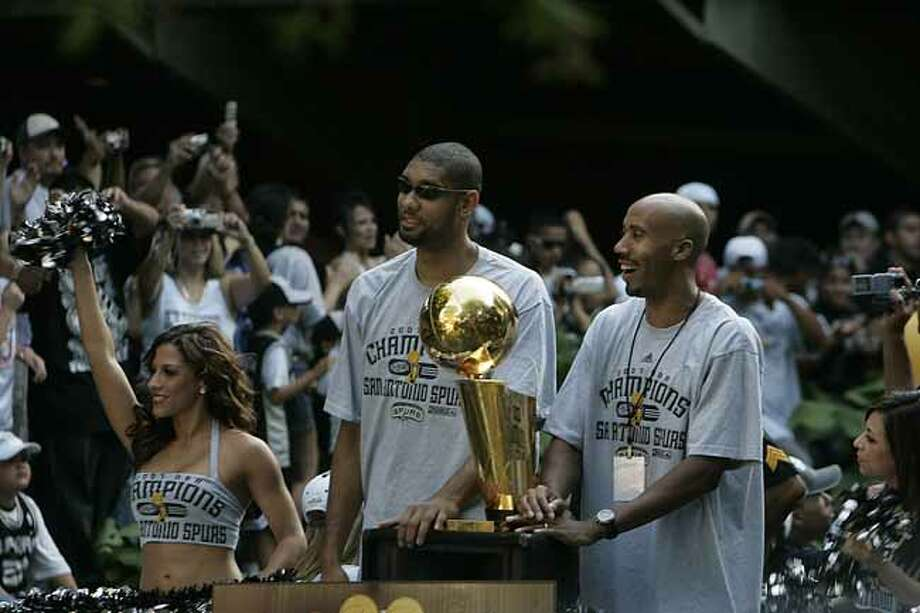 METRO - Tim Duncan, left, and Bruce Bowen, right, pass cheering fans on the parade route during the Spurs NBA Championship river parade on Sunday, June 17, 2007. Lisa Krantz/STAFF Photo: LISA KRANTZ, SAN ANTONIO EXPRESS-NEWS / SAN ANTONIO EXPRESS-NEWS