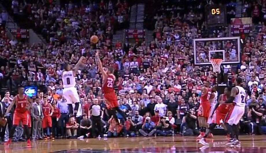 Credit: @Zepp1978  #NeverForget Chandler Parsons' last second as a Houston #Rockets player