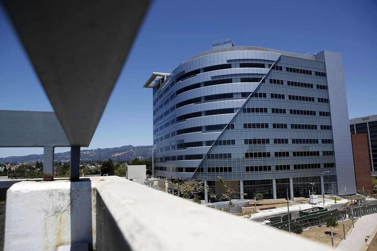 The new Alta Bates Summit Medical Center, Oakland Campus and Patient Care Pavilion in Oakland, CA, Saturday, July 5, 2014.