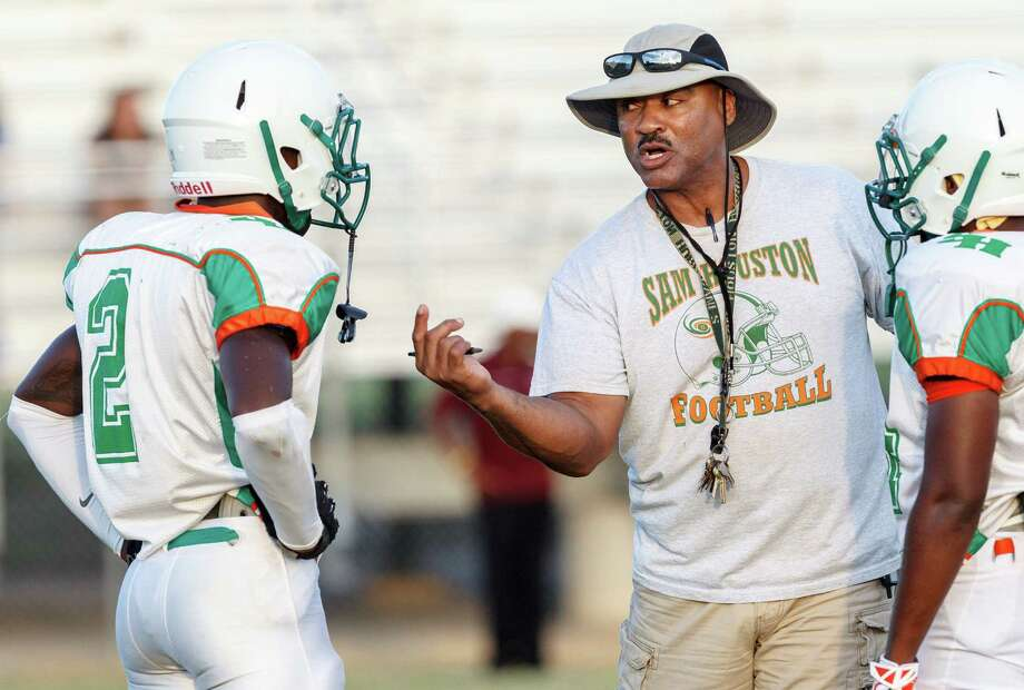 Sam Houston coach Gary Green talks to his players during a scrimmage last August. New UIL rules changed the play clock from 25 seconds to 40 starting this season. Photo: Marvin Pfeiffer / Southside Reporter / Prime Time Newspapers 2013