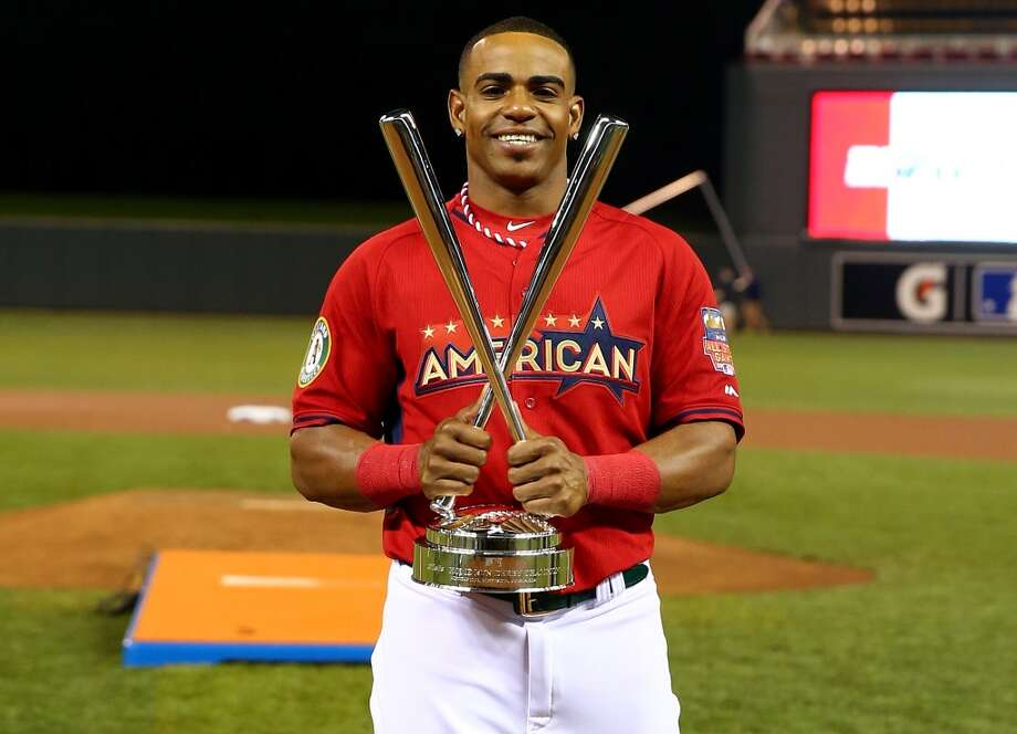 American League All-Star Yoenis Cespedes of the Oakland A's celebrates with the trophy after winning the Home Run Derby. Photo: Elsa, Getty Images