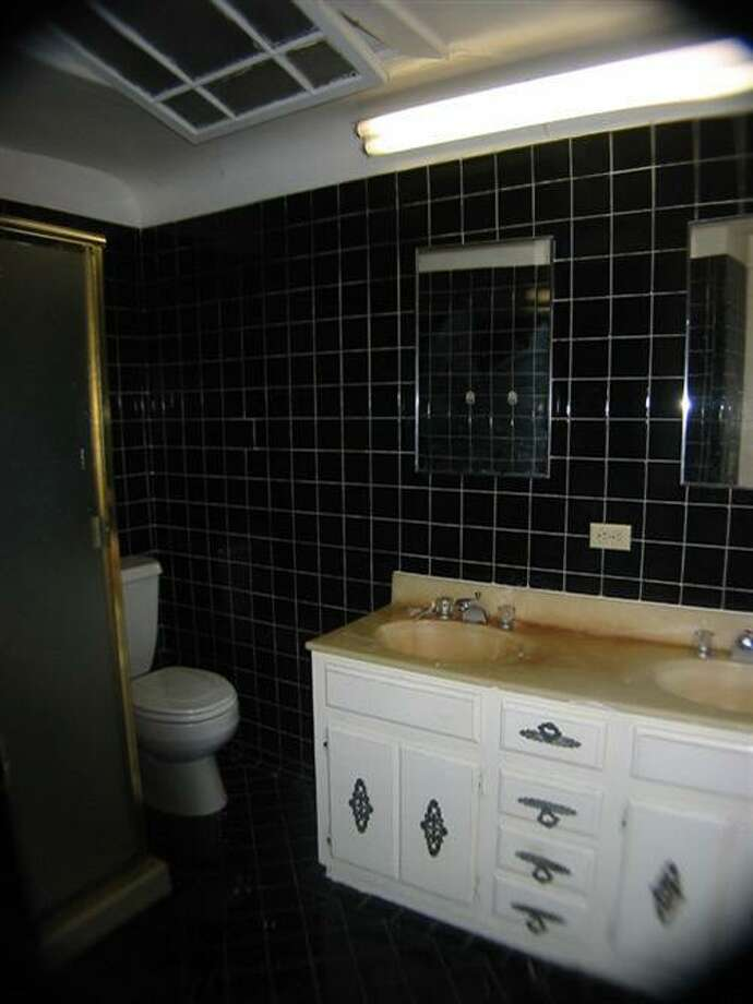 Another pre-remodel bathroom. Photo: MLS