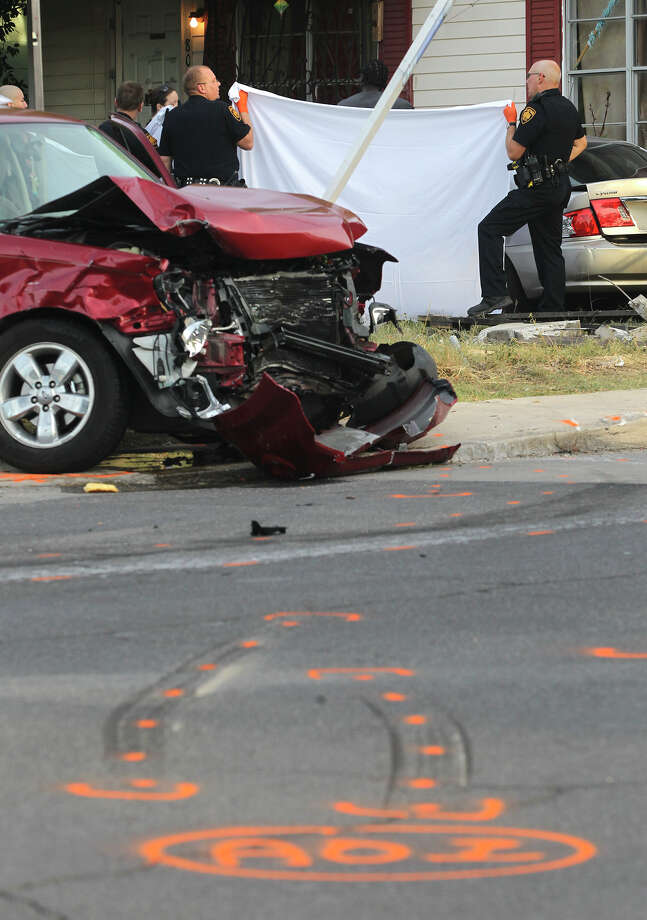 Woman dies, 4 hurt in San Antonio crash - San Antonio