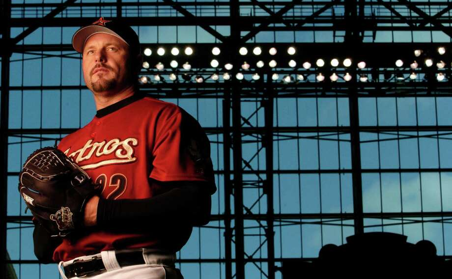 Roger Clemens came out of retirement to sign a one-year contract with the Astros on January 12, 2004. Photo: Karen Warren, Houston Chronicle / Houston Chronicle