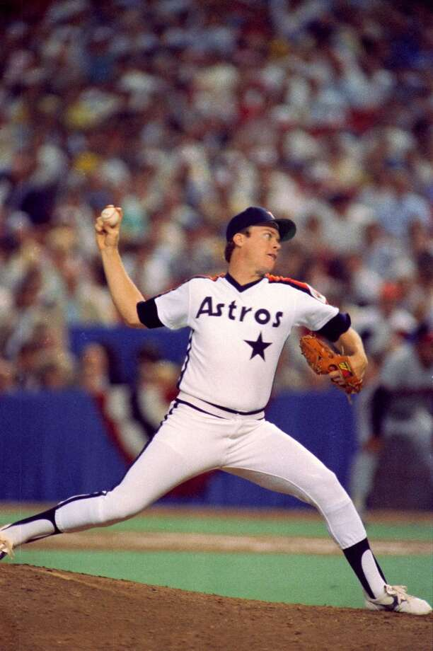 Mike Scott pitches in the 1986 All-Star Game in the Astrodome. Photo: Steve Campbell, © Houston Chronicle