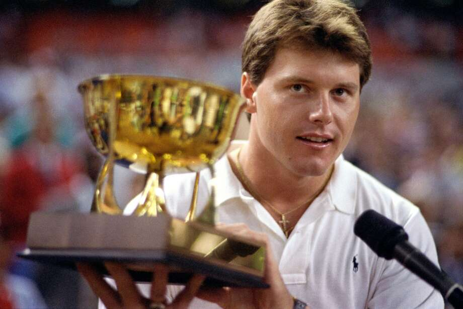 Roger Clemens accepts the MVP trophy at the 1986 All-Star Game. Photo: Steve Campbell, Houston Chronicle