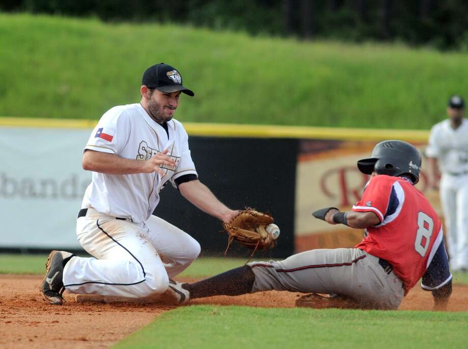 The Woodlands Strykers second baseman Greg Belton makes a play on a Victoria Generals baserunner. Photo: Jerry Baker, Freelance