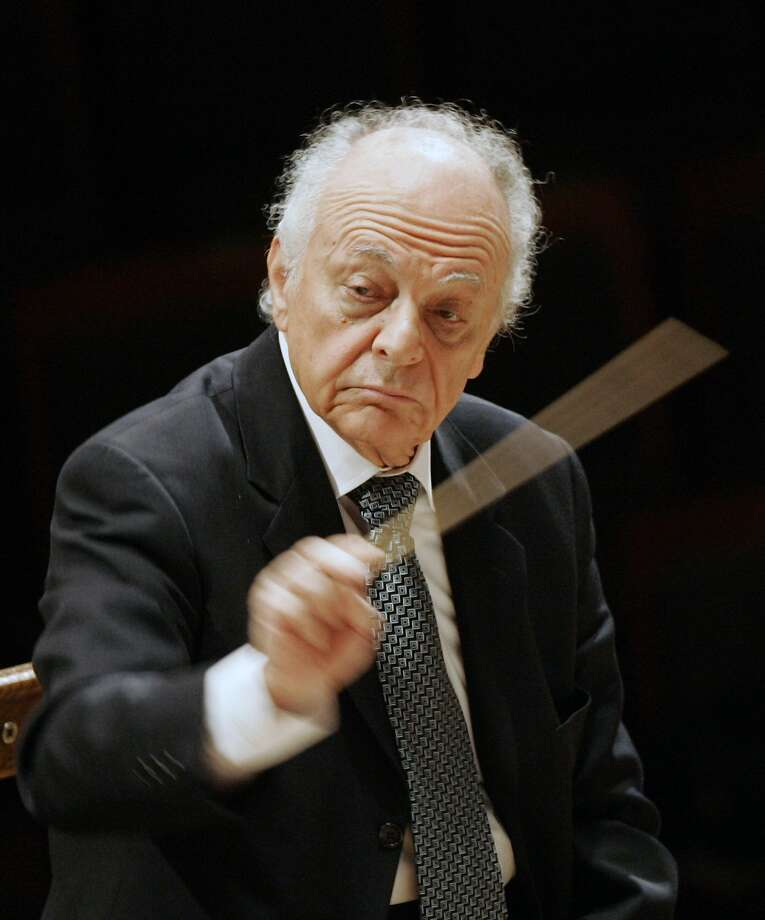 World-renowned conductor Lorin Maazel rehearses in Seoul in 2008. He died Sunday in Virginia. Photo: Lee Jin-man, Associated Press