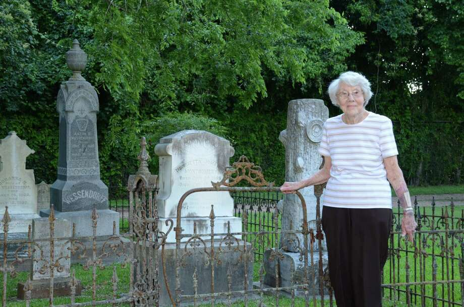Virginia Scarborough is a graveyard detective. She visits cemeteries looking for clues to local history.Virginia Scarborough is a graveyard detective. She visits cemeteries looking for clues to local history.
