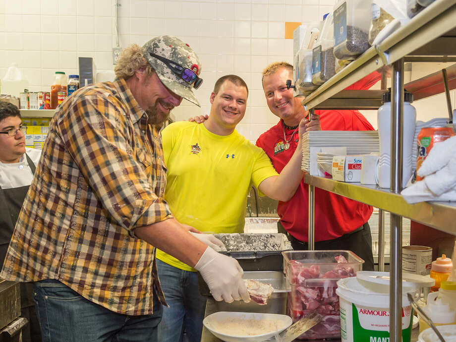 Toby Keith in the  kitchen at Clemens' Katch 22 with Kory and Roger Clemens. Photo: John McCaine, John McCaine 2014 / John McCaine 2014