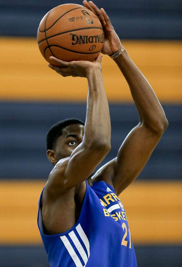 Justin Holiday, a Washington alum who's the older brother of Jrue, has matured as a player by competing overseas in Belgium and Hungary. Photo: Michael Macor, The Chronicle
