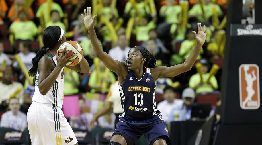 Connecticut's Chiney Ogwumike (right) scored in double figures for the 20th time in her first 21 WNBA games. She had 14 points and 10 rebounds. Photo: Elaine Thompson, Associated Press
